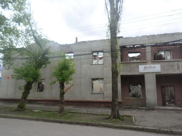 обстрелянный Луганск